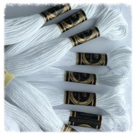 10 Echevettes de fils de coton blanches