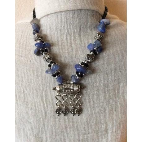 Collier marocain avec pendentif original en cadenas