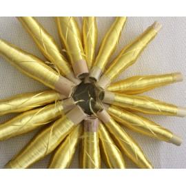 Bobines de fils en soie végétale jaune