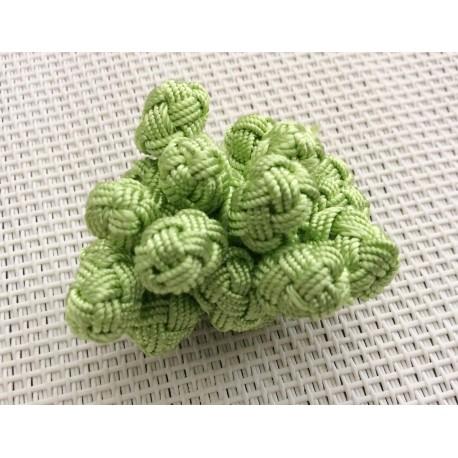 Perles boutons en soie vert clair / Aakad