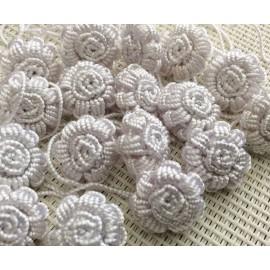 Perles fleurs x4 de couleur blanche