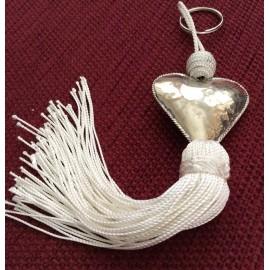Porte clé avec perle coeur et pompon blanc