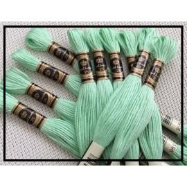 Echevettes de fils couleur vert pâle