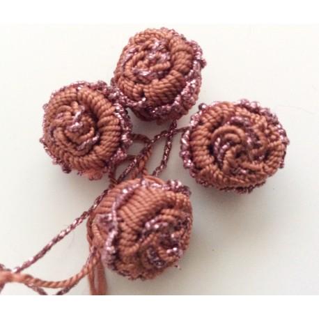 Perles fleurs marron en fil de soie
