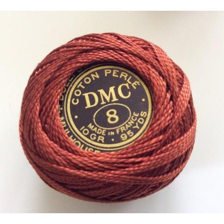 Bobine de fil en coton perlé rouge cuivré