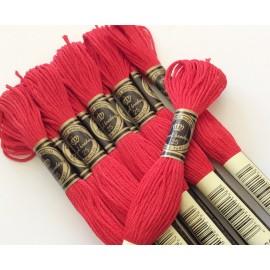 10 échevettes en coton Rouges