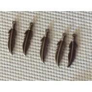 X 10 plumes Breloques en métal