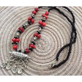 Collier marocain en perles rouges et argentées