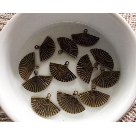 4 Breloques en forme d'éventail couleur Bronze