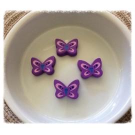 Perles violettes en forme de papillons