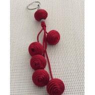 Porte clés avec perles rouges  en Soie tressée
