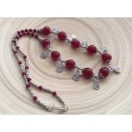 Collier de perles rondes rouges avec spirales