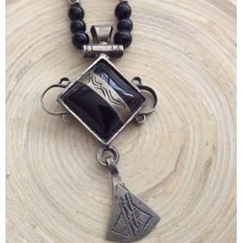 Collier touareg avec agate noire et breloque