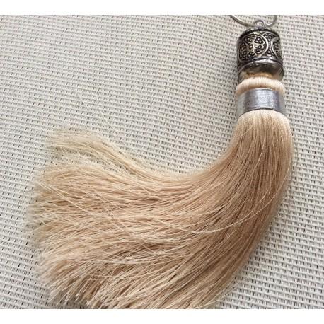 Pompon beige clair en Soie végétale avec perle en métal