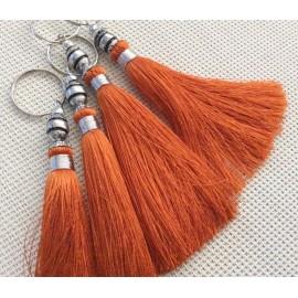 Breloque pompon en soie orange