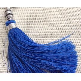 Breloque pompon bleu électrique