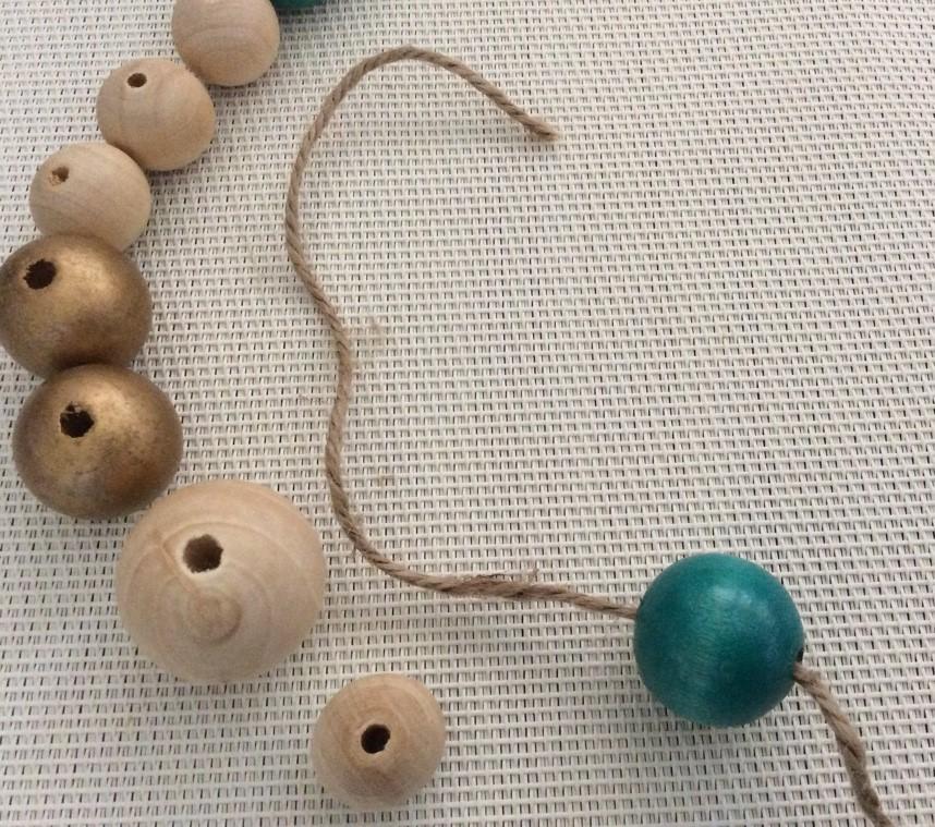 fil dans les perles