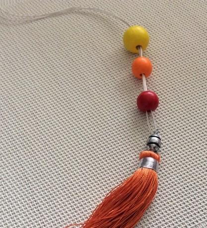 passage du fil dans les perles